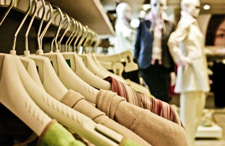 חנות מותגי בגדים למכירה